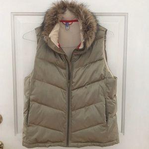 Gap down vest with faux fur collar